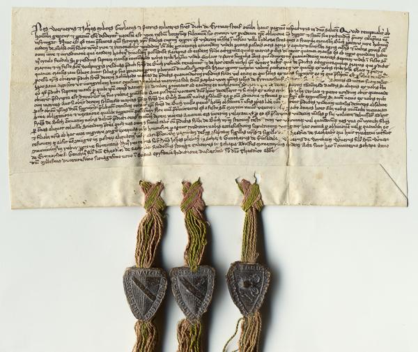 Urkunde im Querformat mit Schrift und drei angehängten Wachssiegeln